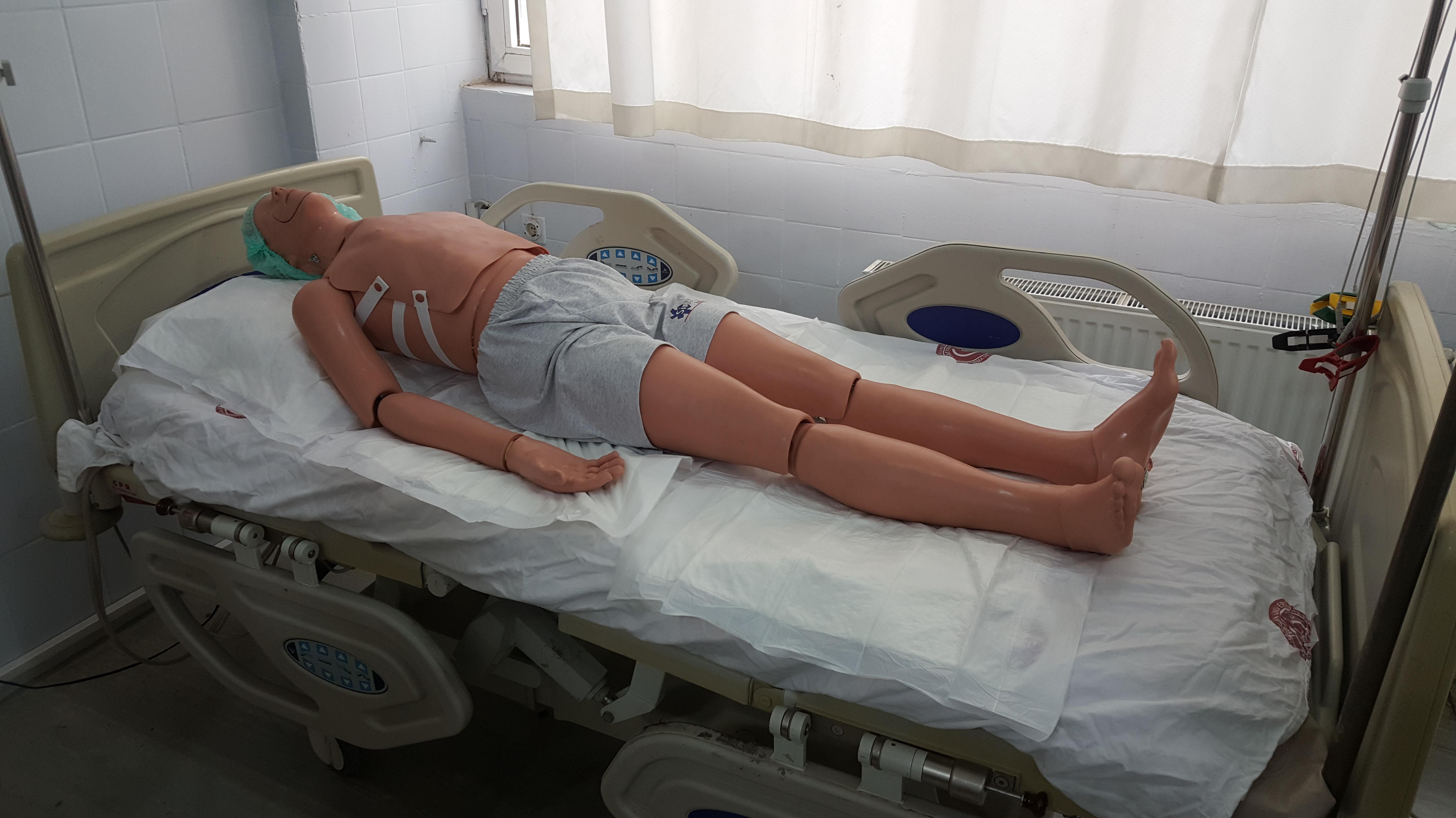 Hasta Taşıma Teknikleri ve Intramüsküler Uygulama maketi